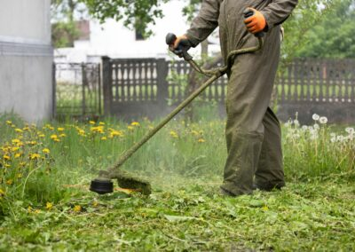 Low vibration and low carbon grounds maintenance equipment